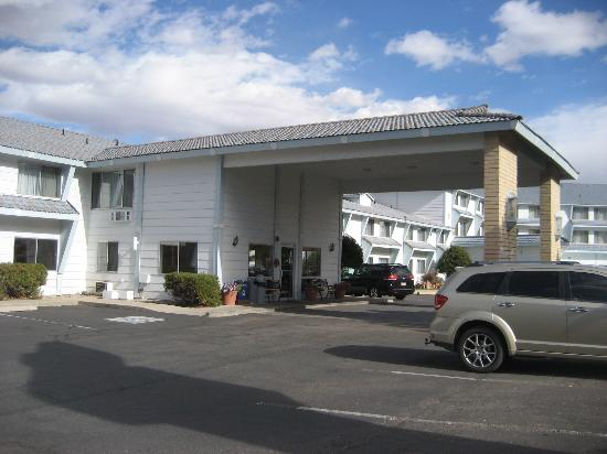 Moab Valley Inn: Hotel entrance