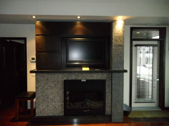Copper Point Resort: Fireplace