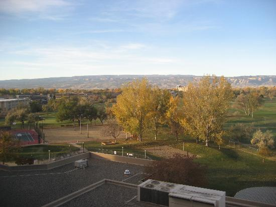 DoubleTree by Hilton Grand Junction: Views from room to golf course