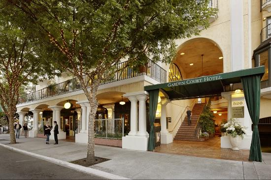 Garden Court Hotel: Our Front Drive at 520 Cowper Downtown Palo Alto