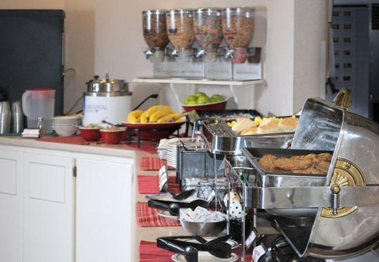 Residence Inn Green Bay: Breakfast Buffet