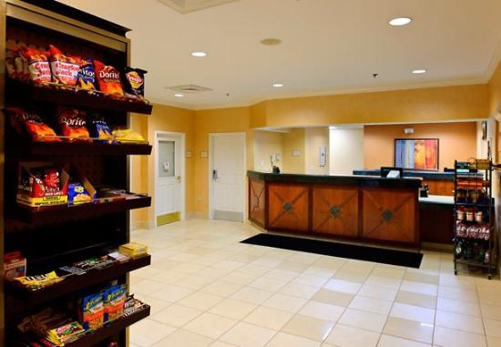 Residence Inn Greenbelt: Front Desk