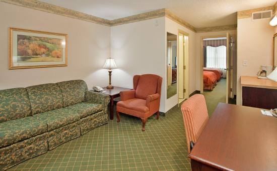 Country Inns & Suites Summerville: CountryInn&Suites Summerville Suite