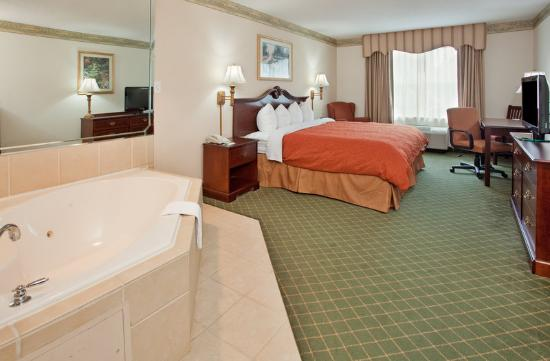 Country Inns & Suites Summerville: CountryInn&Suites Summerville WhirlpoolSuite