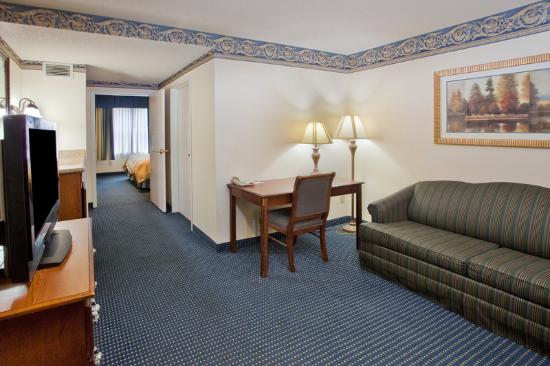 Capitol Heights, MD: CountryInn&amp;Suites CapitolHeights Suite