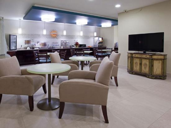 La Quinta Inn & Suites Henderson: Breakfast Area