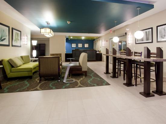 La Quinta Inn &amp; Suites Henderson: Main Lobby