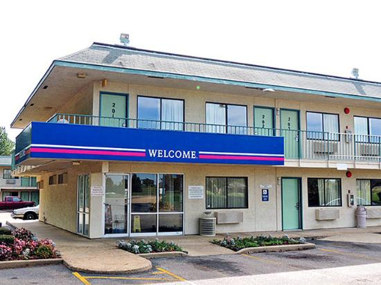 Motel 6 Marshall