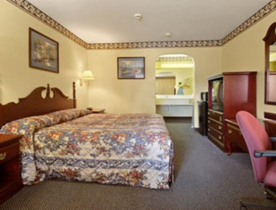 Super 8 Houston: Standard King Bed Room