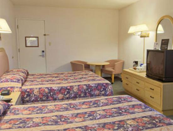 Travelodge Berkeley: Guest Room With 2 Beds
