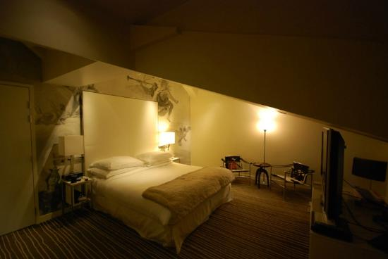 InterContinental Paris-Avenue Marceau: Spacious suite, Watch your head!