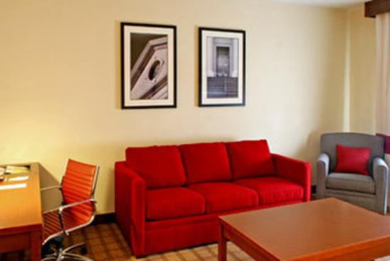 MainStay Suites Tallahassee: Suite Living Room
