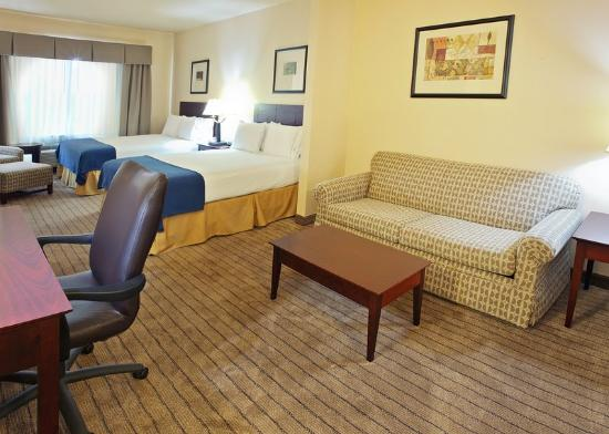 Holiday Inn Express Hotel &amp; Suites Marshall: Two Queen Suite