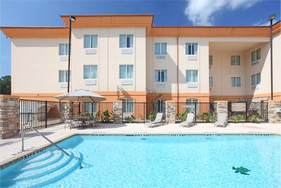 Holiday Inn Express Hotel &amp; Suites Marshall: Swimming Pool