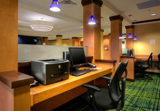 Fairfield Inn & Suites Auburn Opelika: Business Center
