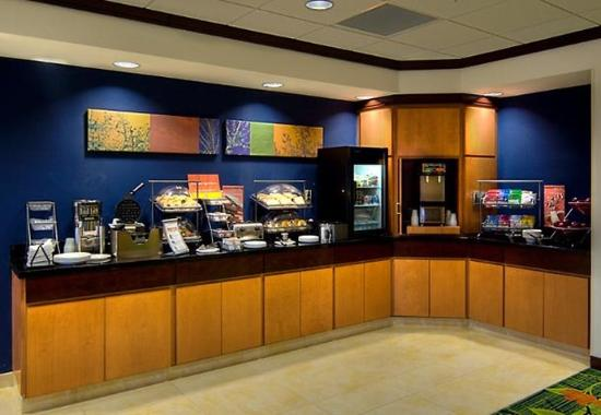 Fairfield Inn & Suites Auburn Opelika: Breakfast Buffet