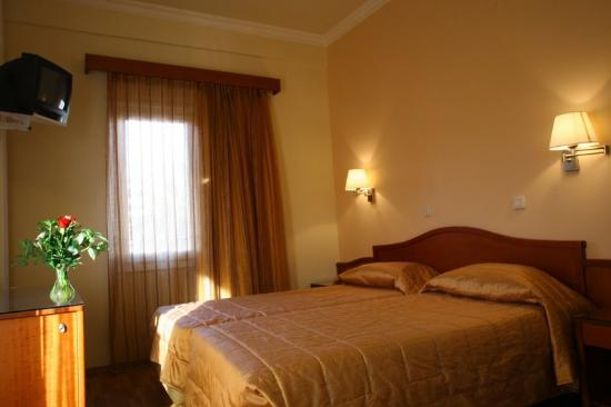 Lakonia Hotel: Triple Room