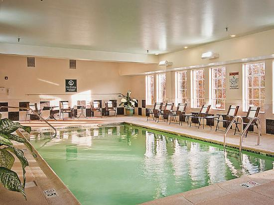 La Quinta Inn & Suites Stonington: Pool