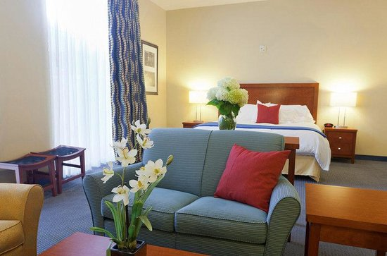 UMass Lowell Inn and Conference Center: Bed Room