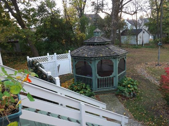 Bed & Breakfast at Oliver Phelps: Hot tub...make sure to soak your day away there!