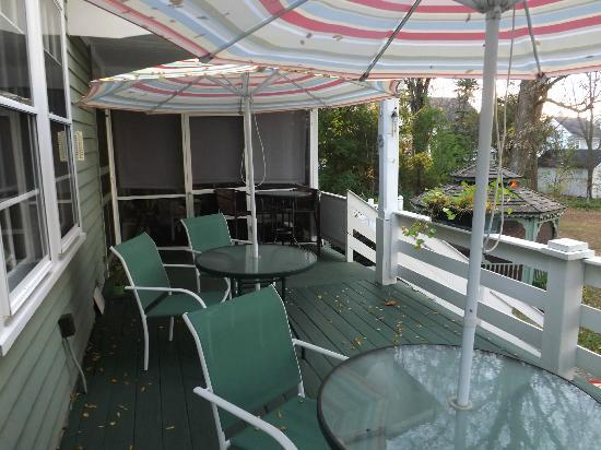 Bed & Breakfast at Oliver Phelps: Back patio