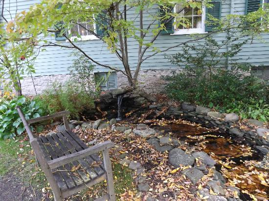 Bed & Breakfast at Oliver Phelps: front water feature