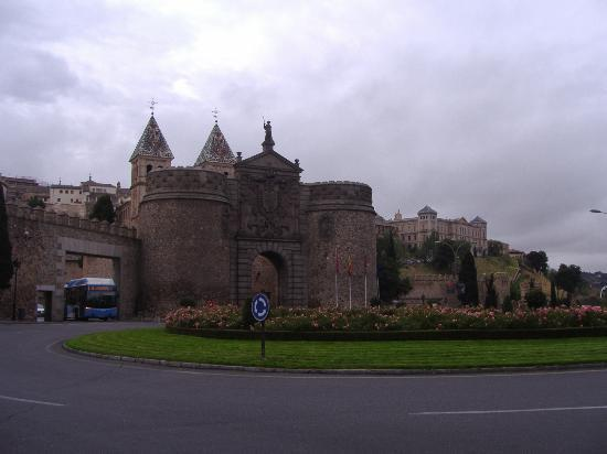 Picture of new gate of bisagra toledo - Hotel puerta bisagra toledo ...
