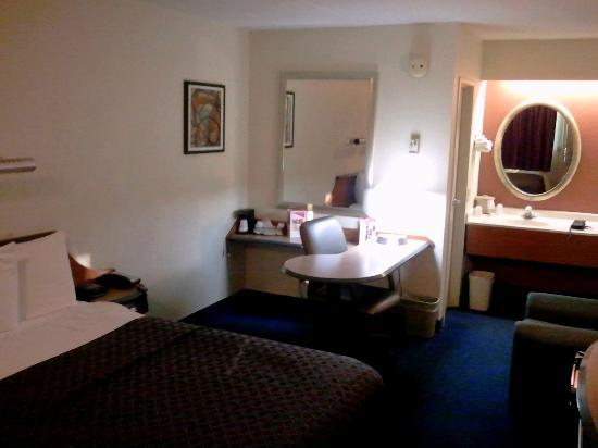 Red Roof Inn Philadelphia Airport: 3