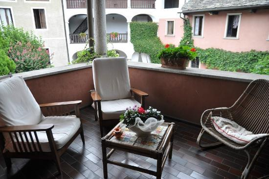 B&amp;B Tempi Lontani : Overlooking courtyard