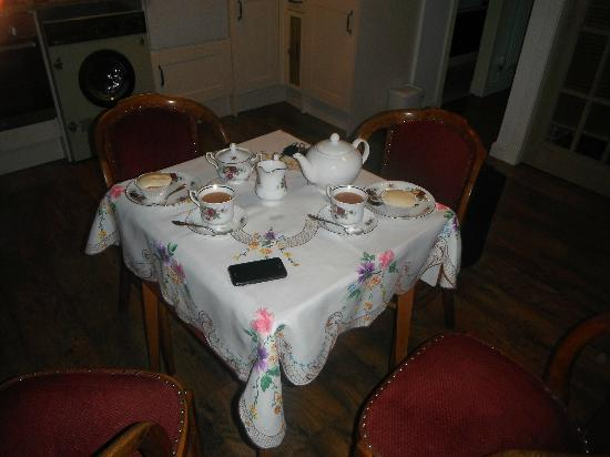 Duntroon Bed and Breakfast: Cakes and Tea on arrival!