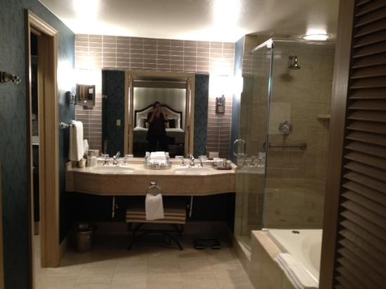 The Phoenician, Scottsdale: Master bath