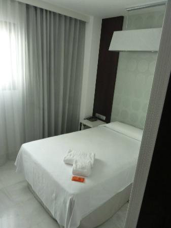 NH Algeciras Suites: Chambre spare