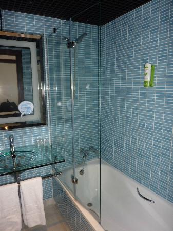 NH Algeciras Suites: Salle de bains