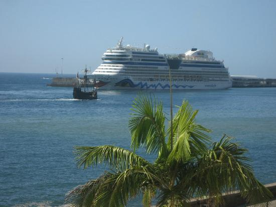 Porto Santa Maria Hotel (Porto Bay): Excellent views of harbour activity from our room