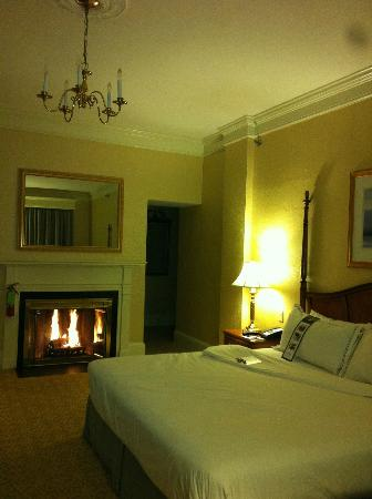 The Lenox Hotel: Cozy room with fireplace