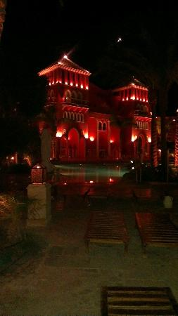 The Grand Resort: Hotel complex at night