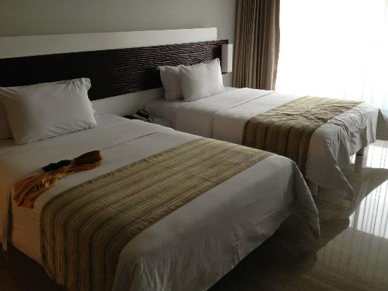Sensa Hotel: twin-bed room