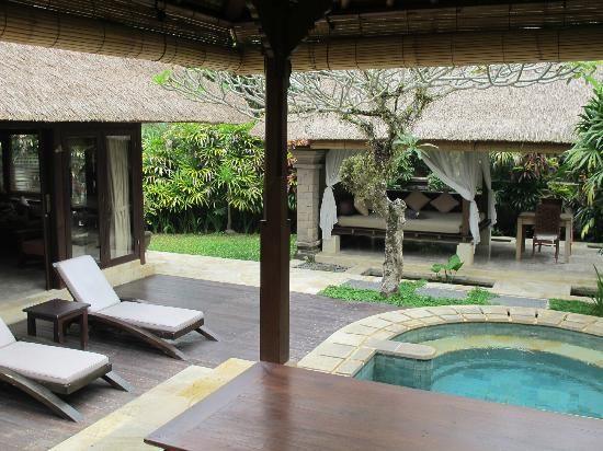 The Ubud Village Resort & Spa: Sun beds by the plunge pool, and day bed in the garden of the villa