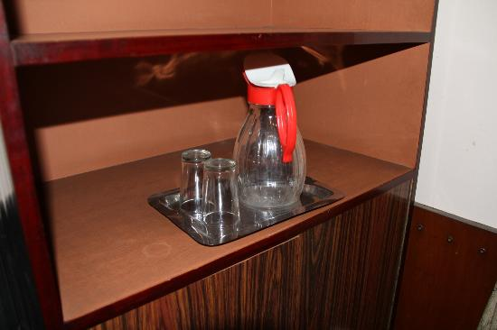 Hotel Shakti: Water jug with glasses but no in-room drinking water provided