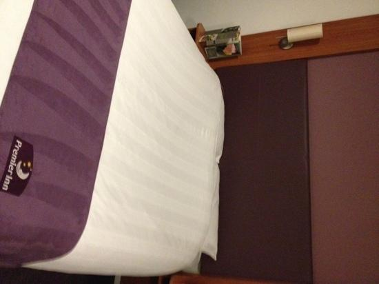 Premier Inn Exeter Central St Davids: bed