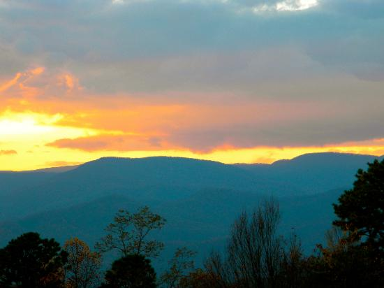Fire Mountain Inn: first sunset