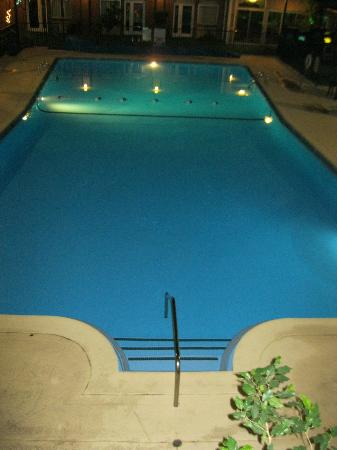 Ogden Days Inn: Large pool with 9' depth at the end