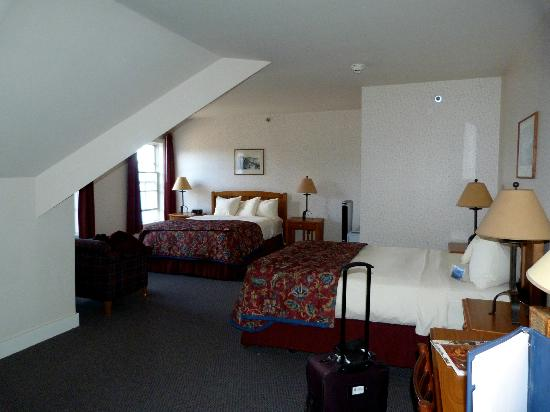Crater Lake Lodge: Room 402