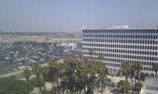 The Concourse Hotel at Los Angeles Airport - A Hyatt Affiliate: Far enough from the runways for a good nights sleep