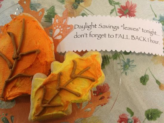 "Cottages at Limestone on Main: Cookies with a Daylight Savings ""leaving"" reminder"
