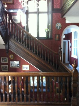 Headlands Hotel: staircase