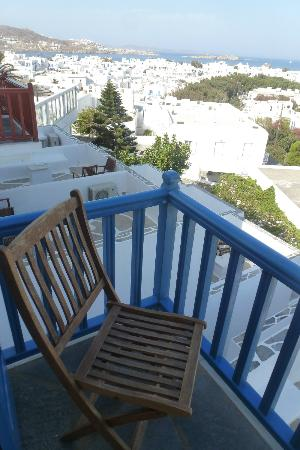 Rochari Hotel: view of Mykonos town from our balcony