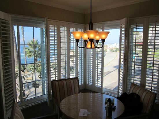 Scripps Inn: Dining area in the Ocean Vista Suite.