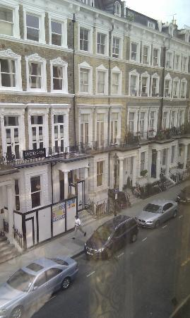 Best Western Premier Shaftesbury Kensington Hotel: view of the street