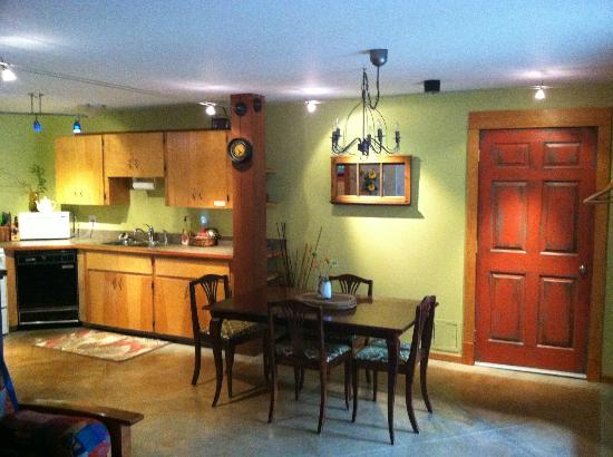 Mistiso's Place Vacation Rentals: Kitchen/Dining